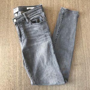 Frame Denim Gray Le Skinny de Jeanne Size 28